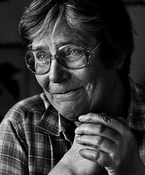 Kerstin Fogelström var en av skärgårdens stora profiler som livnärde sig på att köra sommargäster från fastlandet till Sundskär, där hon själv bodde, och till omkringliggande öar. Foto: Roine Karlsson