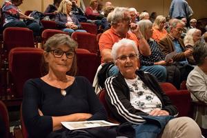 Mimmi Ryde och Kia Siljebro är glada över att det visas filmer i Lindberghallen igen.