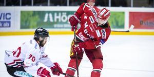 Åhström har dominerat på J20-nivå. Ska han spela i Modos A-lag borde han få PP-tid och spela i en offensiv kedja, skriver Adam Johansson.