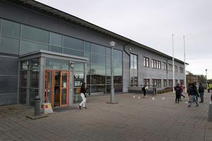 Sverigedemokraterna motsätter sig en flytt av grundsärskolan till Rydskolan. De vill att ärenden återremitteras och utreds mer.