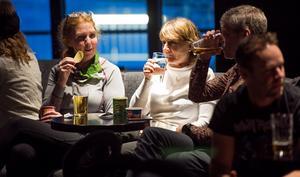 Tina Sundberg och Gunilla Fredriksson från Stockholm fyllde på depåerna efter en dag i backen.