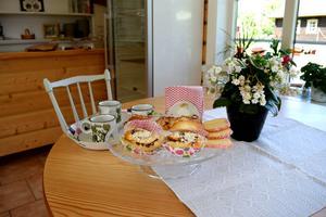 Kanel- och vaniljbullar, äppelkaka och brysselkex är något av det som står på cafémenyn.