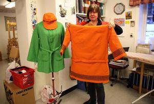 Älvdalsborna skänker mycket material till Diakonicenter och även dessa fina kläder tillverkade av AB Älvdalshantverk på 1960-talet gissar Annika.