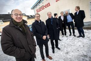 Carl-Johan Bonnier, Albert Bonnier och Pontus Bonnier (till vänster i bild) besökte Hälsingland och Söderhamns-kuriren tillsammans med bland andra Felix och Peder Bonnier, och flera andra representanter från företaget Bonnier news.
