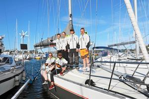 Väl framme i Karibien lär besättningen på Aloha Sailing inte behöva jackor på sig som hemma i Nynäshamn.