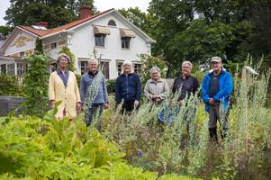 Margareta Nordström, Thorleif Widmark, Kerstin Thelberg, Kristina Persson, Tommy Strömqvist och Kent Thelberg utgör lejonparten av trädgårdsgruppen. Saknas på bilden gör Daniel och Christina Lindahl och A-C Persson.