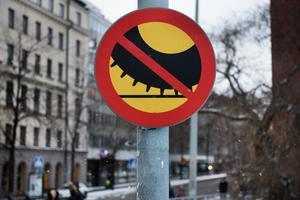 Efter den 15 april är det förbjudet att köra med dubbdäck, om det inte är eller befaras bli vinterväglag.Bild: Tomas Oneborg/TT