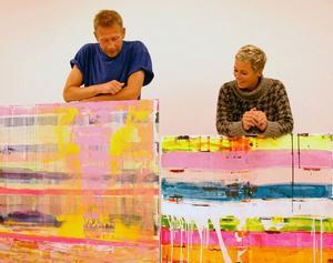Lika som bär. Kåre och Kajsa-Tuva Henriksson upptäckte till sin förvåning att de ovetande om varandra gjort varsin målning som är påfallande lika varandra. Fast inspirationen har de fått från helt olika håll. Och idag öppnar de sin första större gemensamma utställning på Mono på Frösön.