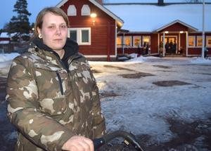 Petra Karlsson har två barn på skolan i Idkerberget och hoppas att även tredje barnet få gå där.