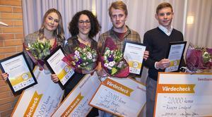 Stipendiaterna på bilden är från vänster: Sarah Saunders, Anouk Jolin, Jozef Berglez och Kasper Lindqvist. Foto: Simon Berglund