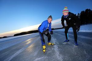 Holländarna Piet och Pè Warmerdam tar gärna ett par varv på Runns is.