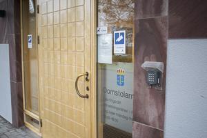 Åtal har väckts vid Falu tingsrätt mot en man som misstänks för misshandel av ett barn i Borlänge.