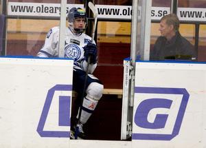 Oliver Ekman Larson, här i utvisningsbåset i Sundsvall, under sin första säsong i Leksand där han blev ordinarie i allsvenskan som 16-åring säsongen 2008-09. Bild: Bildbyrån