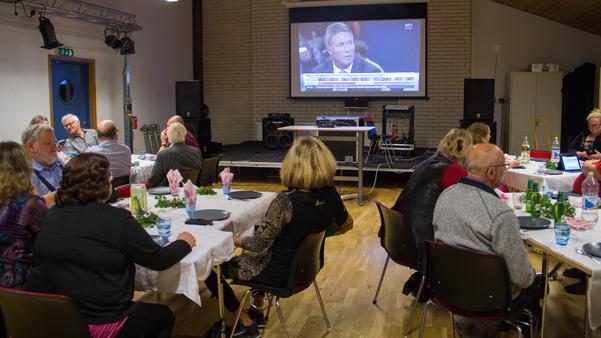 Socialdemokraternas valvaka i Skinnskatteberg under söndagskvällen.
