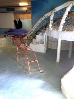 Bassängen kommer nu att rivas och saneras under juli månad. Bild: Drakfastigheter