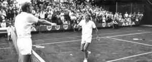 SM i tennis 1972 på Fridnäs Västerås. Ove Bengtson till vänster. Björn Borg yngste SM-vinnaren. Foto: VLT:s arkiv