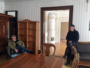 En del av den gamla inredningen finns kvar samt några gamla möbler som köpts in av kommunen när man tog över fastigheten.
