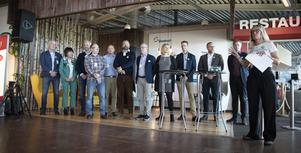 Jämtkraft har med sig följande företag och organisationer på satsningen, från vänster: Ingemar Ståhl (Atea), Kerstin Thun (Handelskammaren), Mats Forslund (Jämtland Härjedalen turism), Joakim Ek (Kaj 63), Fredrik Karlstedt (Frösö Park), Niclas Sjögren Berg (Skistar), Knut Rost (Diös), Karin Österberg (Östersundshem), Peter Fahlén (Swedavia), Anders Wennerberg (Östersunds kommun), Erik Brandsma och Karin Bodén (Jämtkraft).