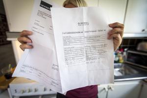 Maya Törnblom visar upp fakturan och specifikationen över vad hyresvärden har åtgärdat i lägenheten. Maya anser att hon får betala för saker hon inte orsakat.