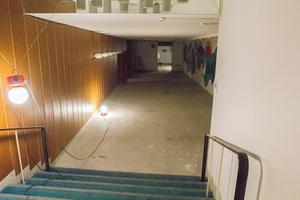 Sista trappan ned. Framme till vänster i bilden är ingången till biografen.