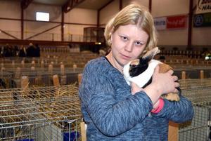 Sara Silverdal, Hedemora,  och den holländska kaninen Totte deltar på SM för raskaniner.