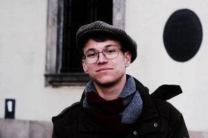 Gävlebon Nils Ahlgren studerar i Paris och bor i samma område där attentatet ägde rum.