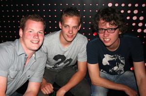 Pluto. Jon, Anton och George