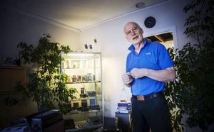 Legendariske mobilhandlaren Bosse Paulsson lämnar nu över sitt företag, MRC i Östersund, till sin efterträdare Mikael Olsson.