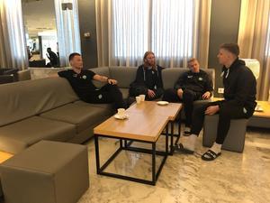 Det finns gott om plats för häng i lobbyn. Här Antong Fagerström, Calle Svensson, Simon Johansson och Samuel Holm.