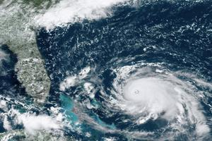 En satellitbild visar orkanen Doruan över Atlanten.