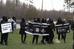 Ett antal djurrättsaktivister utför en aktion vid ett slakteri i Attersta utanför Örebro.Foto: Pavel Koubek/TT
