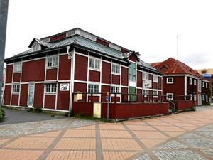 Här har Lasse Westman drivit loppis sedan kommunen rev de gamla saltmagasinen, där han tidigare huserade.