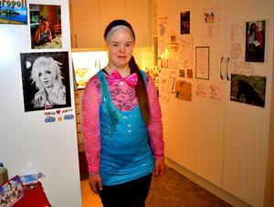 Linda Brobäck gillar sång, musik, film och att dansa.