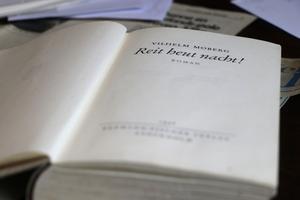 Tyska översättningen av Rid i natt! från 1946, utgavs av förlaget Behrmann-Fischer, och innehåller tre och halv manipulerade som är ditlagda.