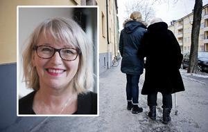 Den bild som äldreomsorgsnämndens ordförande Pia Sjöstrand (S) ger av verksamheten får mothugg.