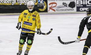 Tatu Ässämäki tog plats som vänsterback mot Vetlanda.