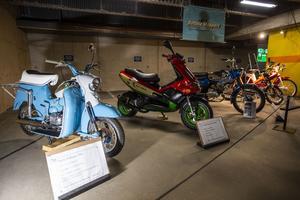 Det fanns en hel del mopeder att titta på.