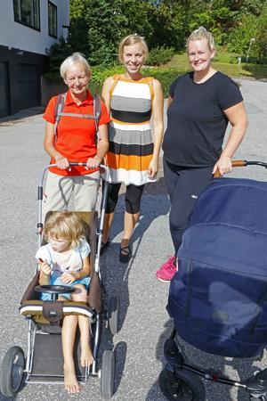 Elsa Strand var med mormor Margareta Dahl och mamma Maria Strand för att visa sitt stöd för förlossningen på Karlskoga BB. Emelie Finnström kom med sonen Ludwig Persson i vagnen. Ludwig ska få ett syskon snart och Emelie vill att barnet ska födas på förlossningen i Karlskoga.