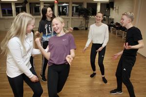 Hiphop är roligast, dans utan regler, tycker Kurbits-crew som fick visa upp sig inför juryn i TV4-programmet Talang.