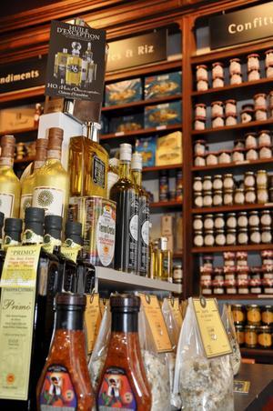 Välsorterade affären Maison Arostéguy i Biarritz säljer baskiska specialiteter.