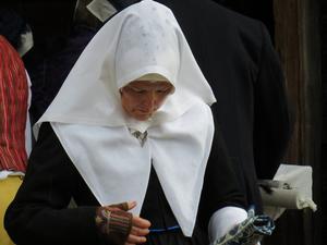 Eva Nicklasson bär varianten för begravning. Foto: Walters Börje.