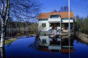 Läget i Björbo våren 1986, den värsta vårfloden i Västerdalälven på 70 år. Foto: Lars-Gunnar Larsson