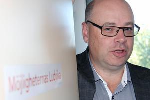 Göran Andersson påminde politikerna om de uttalanden som gjordes 2012. I verkligheten, hävdar han, så kan man nu dra slutsatsen att kostnadsnivån för fastigheter är högre om fastigheterna förvaltas av det kommunala bolaget.