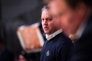 Jens Nielsen, Leksands assisterande tränare, var inte nöjd med domarinsatsen efter förlusten mot Timrå. Foto: Simon Hastegård/Bildbyrån