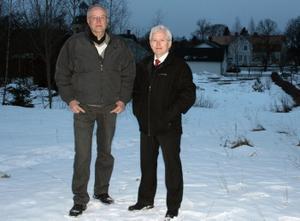 Allan Nilsson och Rolf Larsson på platsen där de nya husen ska byggas