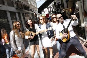 Charlotte Perrelli, Mollie Lindén, Hanna Hedlund, Helena Paparizou och Martin Stenmarck åkte till Grekland för att hitta inspiration till årets Diggiloo-turné.