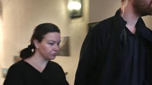 Johanna Möller på väg till rättegångssalen i Svea hovrätt för andra rättegångsdagen.