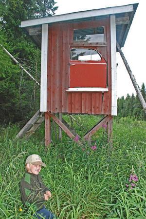 Skickar bild på folkvagnspasset. Mitt barnbarn Fredrik 4 år klättrade upp i passet och tyckte man borde ha en ratt också i passet. Mitt jaktlag heter Kläppe-Höge-Låsböle jaktlag i Hallen.Med vänlig hälsning, Lennart Dannelind, Hallen