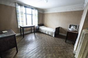 Ett sovrum på tredje våningen, utsikten var Hoverberget.