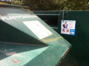 Skribenten har ambitionen att fastighetsnära återvinningsstationer ska finnas i Telge bostäders områden senast 2022.